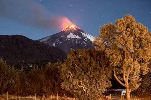 CHILE Bachelet sobrevoló el Volcán Villarrica y dijo que el plan de emergencia se aplicó con éxito