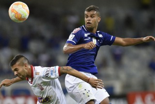 Huracán rescató un valioso punto ante el Cruzeiro en Belo Horizonte