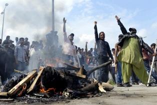 Tras una sangrienta represión, los islamistas bloquean Islamabad