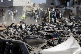 La coalición de países árabes intensifica bombardeos sobre Yemen