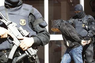 """Dos detenidos por reclutar """"cibersoldados"""" para el Estado Islámico"""