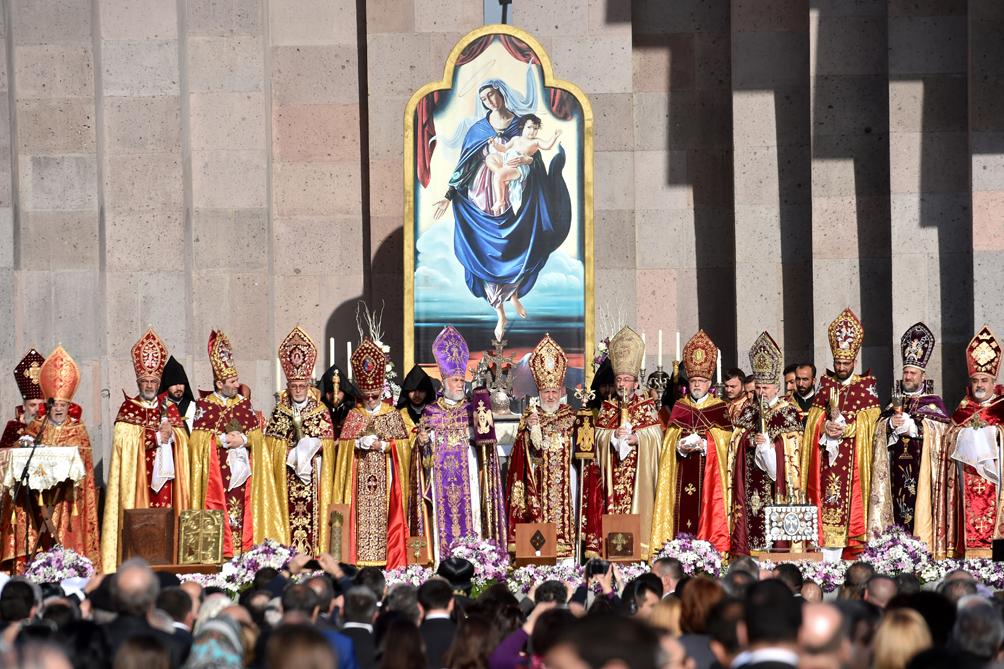 En el centenario del genocidio, la iglesia apostólica armenia canonizó a las víctimas