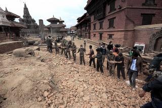 Continúa la búsqueda de nueve argentinos tras el terremoto en Nepal