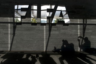 Escándalo en la FIFA: 14 imputados, entre ellos 3 argentinos y 7 detenidos