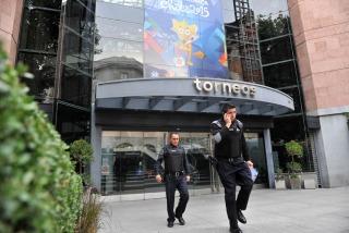 Escándalo en la FIFA: Interpol allanó las oficinas de la empresa Torneos