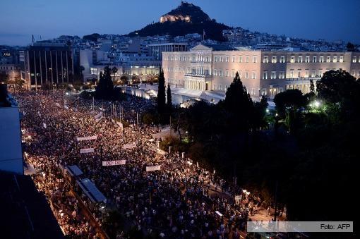 Multitudinaria marcha en las calles de Atenas