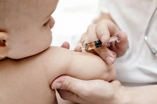 El resurgimiento de enfermedades erradicadas y los mitos sobre la vacunación