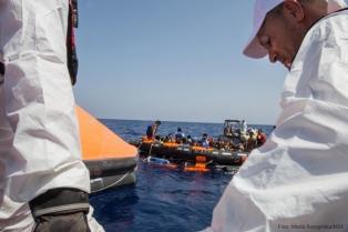 Desplegarán barcos militares para bloquear la llegada de inmigrantes