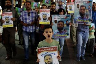 Más de 6.000 presos palestinos inician una huelga de hambre en cárceles israelíes