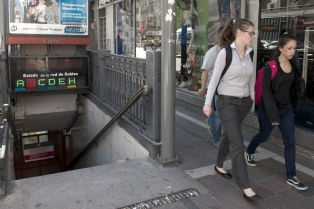 Imponen una multa millonaria a Metrovías por deficiencias en los accesos para discapacitados