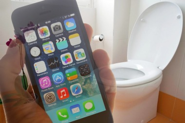 Un teléfono móvil contiene 30 veces más bacterias que un inodoro