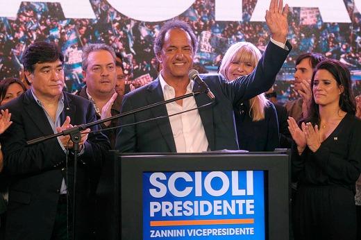 Scioli  junto a Carlos Zannini será recibido este lunes por la Presidenta en Olivos