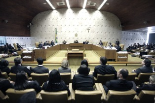 Un juez de la Corte presenta un pedido para revisar la detención de Lula
