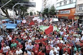 El senador Taiana, junto a Lula y Mujica en celebración de 40 años del PT
