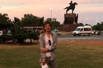 Mick Jagger salió a pasear sin que nadie lo descubra por los bosques de Palermo