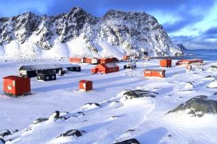 Músicos de las tres fuerzas armadas dieron un concierto por la paz en la Antártida