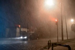 Una veintena de personas evacuadas y rutas anegadas por un temporal