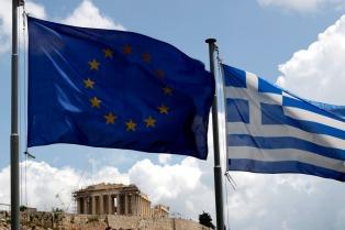 El Parlamento griego desoyó las amenazas de la UE y aprobó medidas redistributivas