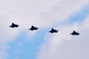 Australia suspende las misiones aéreas tras las amenazas de Rusia