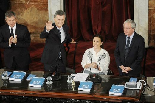 Con fuertes críticas a la herencia recibida, Macri trazó sus ejes de gobierno