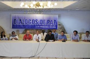 El gobierno colombiano y el ELN reinician mañana el diálogo en Quito