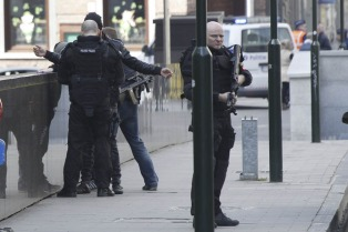 Atacaron con un cuchillo a un policía en el centro de Bruselas