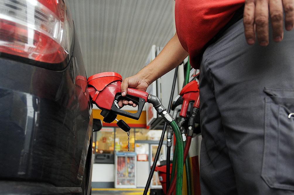 Se oficializó la postergación del aumento del impuesto a los combustibles