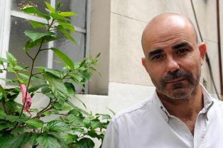 """Eduardo Sacheri: """"Está bueno parar la pelota y pensar qué significa la pasión"""""""