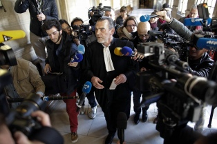 El autor de los ataques de París regresó a su celda tras negarse a declarar