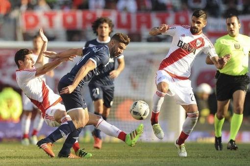 River y Vélez empataron sin goles