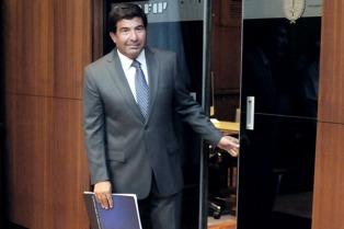 Ratifican el procesamiento de Echegaray por contrabando de un auto de lujo