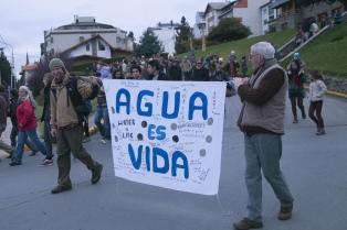 Defensoría del Pueblo pide informes por la contaminación del Nahuel Huapi