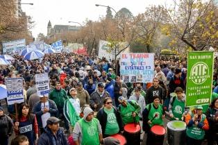 Estatales bonaerenses paran y se movilizan por la apertura de paritarias