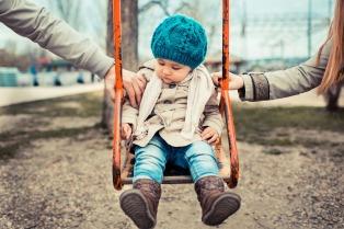 Alentarán jornadas laborales reducidas y mayores licencias por paternidad