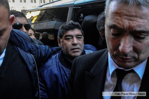 Maradona con dardos contra todos