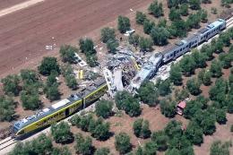 Asciende a 27 muertos y 50 heridos la cifra de víctimas del choque de trenes en Italia