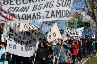 Estatales bonaerenses se concentran y exigen apertura de paritarias y reincorporación de despedidos