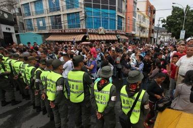 Desde la reapertura de la frontera, unos 127.000 venezolanos cruzaron a Colombia