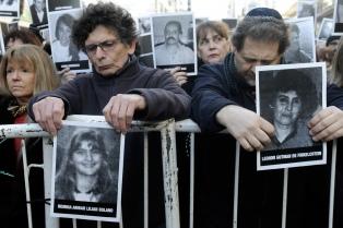 Macri encabeza un homenaje a las víctimas del atentado a la AMIA
