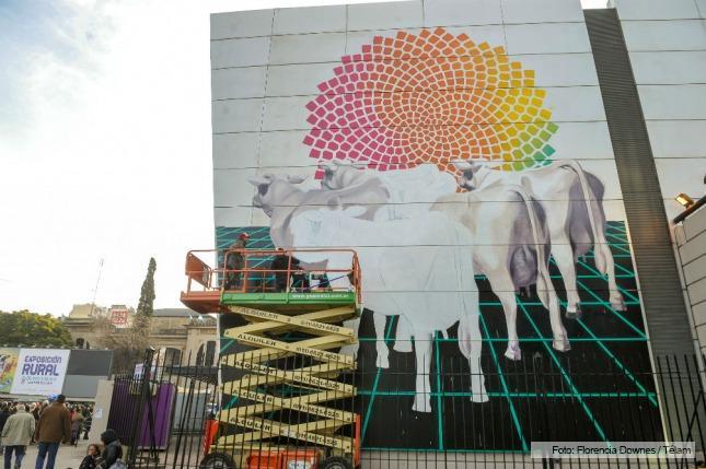 Mart n ron calific a su mural de la rural como una obra for Mural una familia chicana