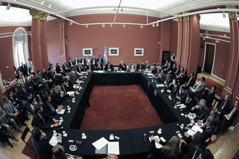 Convocan a los gobernadores a la Casa Rosada para informarlos sobre el pedido al FMI