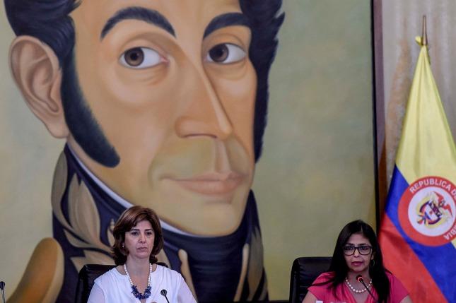 María Ángela Holguín, canciller colombiana y Delcy Rodríguez, canciller venezolana