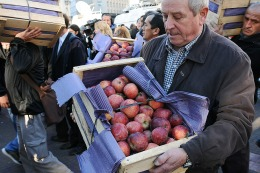 Los fruticultores se reunieron con Buryaile y le pidieron un precio sost�n