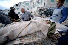 Unos  1200 evacuados por el terremoto en italia pasaron la noche en carpas y refugios