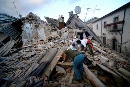 Llegan a 267 los muertos y un sismo de 4,9� reaviv� en terror en el centro de Italia
