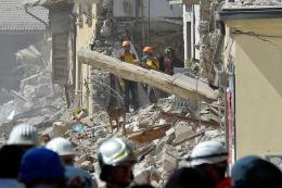Nuevas r�plicas en el centro de Italia causaron derrumbes y dificultan tareas de rescate