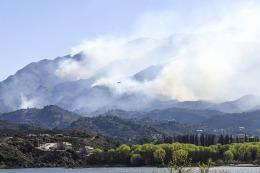 Se reaviv� el fuego y hay m�s de cien evacuados