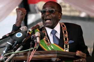 El largo, contradictorio y zigzagueante camino del líder Robert Mugabe