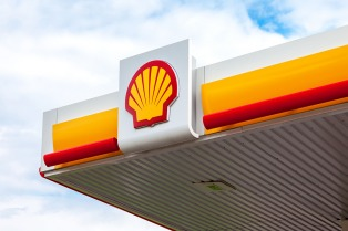 Algunas petroleras comenzaron a incrementar el precio de los combustibles 10% en el canal mayorista