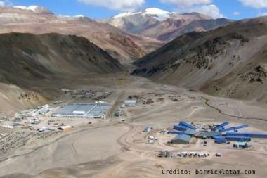 El gobernador  Uñac ordenó la paralización de la mina Veladero